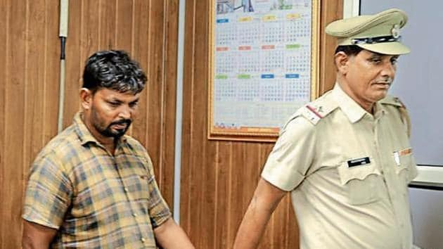 The suspect, Mohammad Khan, 35, a native of Rajasthan made weapons from parts of trucks and heavy vehicles.(parveen kumar/ht)