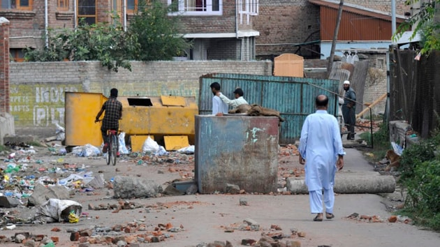 """""""India says it wanted to integrate Kashmir but it is an ugly country. You are a sham democracy,'' says a young man on a street in a South Kashmir village.(Waseem Andrabi/HT Photo)"""