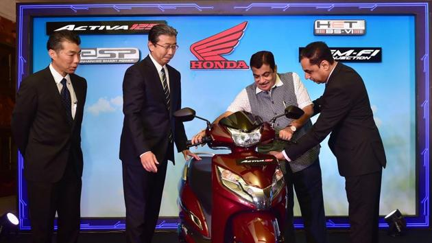 Union Minister of Road Transport & Highways Nitin Gadkari, President, CEO & MD of Honda Motorcycle and Scooter India Pvt. Ltd. Minoru Kato (2nd L), Director , Sales & Marketing ,Honda Motorcycle & Scooter Pvt. Ltd. Yuichiro Ishii (L) and Senior VP, Sales and Marketing, Honda Motorcycle & Scooter India Pvt Ltd Yadvinder Singh Guleria (R) during the launch of India's first BS-VI compliant two-wheeler Activa 125, in New Delhi.