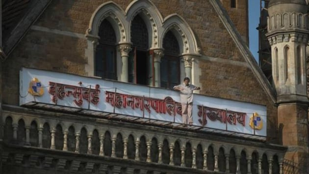 The BMC on Wednesday issued a notice for a 100% water cut on Friday and Saturday in Bandra Railway Terminal supply zone.(HT image)