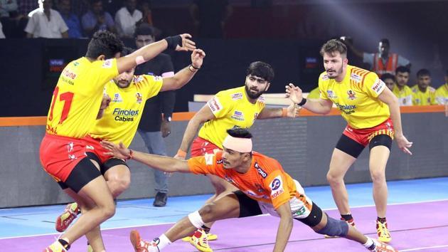 Puneri Paltan defeat Gujarat Fortunegiants 43-33.(Pro Kabaddi League)