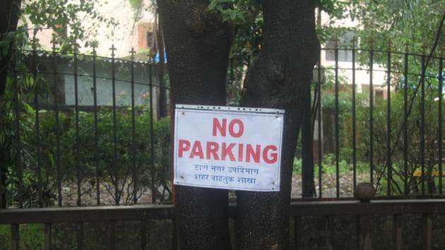 Board on tree at Kharkar ali near police school Thane,Thane activist claimed that the traffic police have violated the Tree Act by pinning the No Parking Boards on the trees at several spots in the city.(Praful Gangurde/ HT Photo)