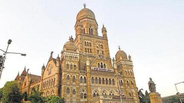 The commissioner has also directed that no bulk users will be supplied with fresh water for non-potable purposes after 2022, once the BMC's seven Waste Water Treatment Facilities (WWTFs) or STPs are ready for tertiary treatment of water.(HT FILE)