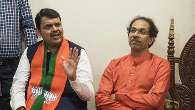 CM Devendra Fadnavis and Shiv Sena chief Uddhav Thackeray at Matoshri during a press conference after BJP's victory in the Lok Sabha election.(HT Photo)