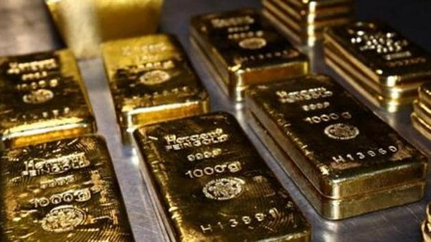 Gold fell by Rs 170 to Rs 38,390 per 10 gram, rupee 66paisa stronger on Friday.(Reuters Photo)