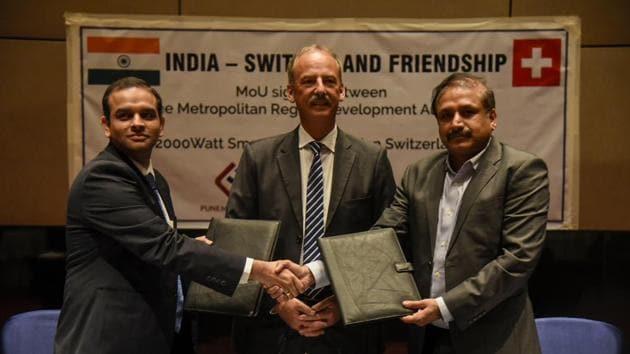 (L-R) Madhav Bhagwat, Othmar Hardegger and Vikram Kumar while signing the memorandum of understanding in the city on Thursday.(Sanket Wankhade/HT PHOTO)