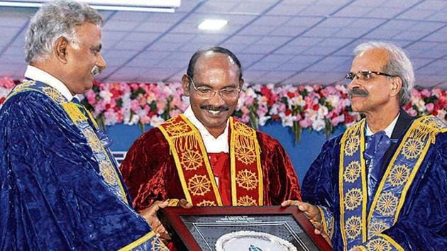 ISRO Chief K. Sivan being felicitated by IIT Bhubaneswar Director Ratnam V Raja Kumar (L) and Professor VK Tiwari during the 8th convocation of IIT Bhubaneswar on Saturday.(Photo: ANI)