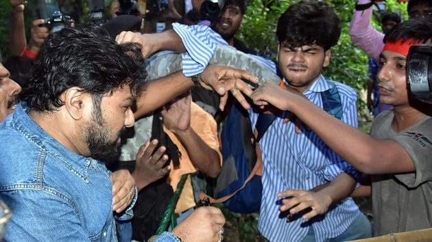Students of Left Party organisations clash with Union Minister of State for Environment, Forest and Climate Change Babul Supriyo during a protest at Jadavpur University in Kolkata.(ANI Photo)