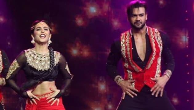 Madhurima Tuli and Vishal Aditya Singh performs during Nach Baliye 9.