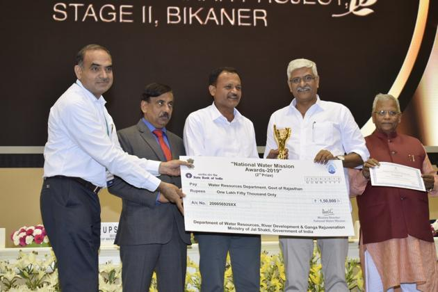 Jal Shakti minister Gajendra Singh Shekhawat giving away the First National Water Mission award in Delhi on Wednesday.(HT Photo)