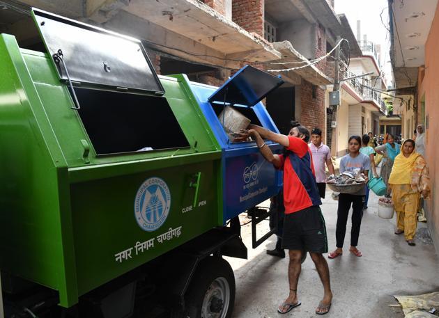 The new garbage collection vehicles at Sarangpur village in Chandigarh.(Karun Sharma/HT)