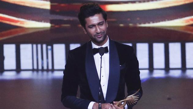Bollywood actor Vicky Kaushal speaks after receives the award for best male actor in supporting role during the 20th International Indian Film Academy (IIFA) awards ceremony in Mumbai, India.(AP)