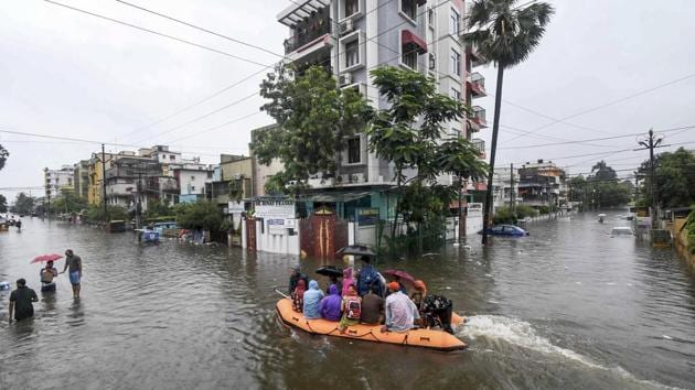 Patna: State Disaster Response Force (SDRF) rescue flood-affected residents following heavy monsoon rainfall, in Patna, Sunday, Sept. 29, 2019. (PTI Photo) (PTI9_29_2019_000115A)(PTI)
