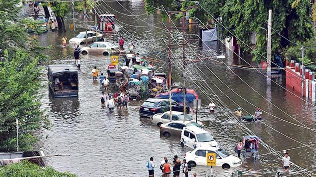 Life has come to a halt for over a lakh people living in densely populated low-lying localities in Sangam city owing to floods.(Parwaz Khan/HT Photo (Representative))