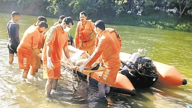 NDRF team seen conducting the rescue operation. The boys were related and belonged to a farmer family in Shingave Pargaon village.(HT PHOTO)