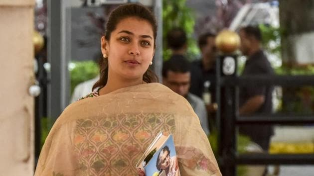 Praniti Shinde is the daughter of former chief minister of Maharashtra and union home minister Sushilkumar Shinde, is the sitting MLA of Solapur constituency.(HT File Photo)