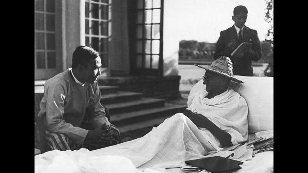 Mahatma Gandhi with Burmese Prime Minister Thakin Nu in Birla House, New Delhi, in 1947. (HT Archive)