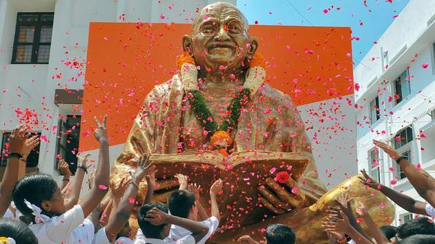 Schoolchildren pay tribute to Mahatma Gandhi on his 150th birth anniversary, Chennai, October 2, 2019(PTI)