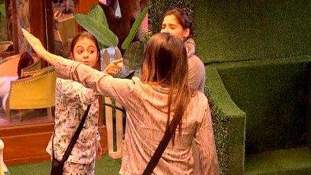 Shefali Bagga and Devoleena Bhattacharjee fight over the queen's nomination.