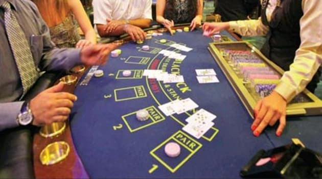 Worried by the dwindling number of tourists, especially foreigners, tourism traders of Agra, once the capital city of Akbar, are demanding 'casinos' (where gambling takes place) to attract tourists.(Sanjeev Verma/HT)