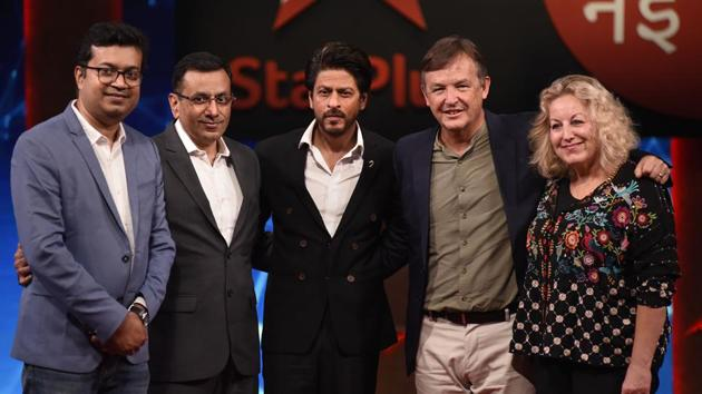 Bollywood actor Shah Rukh Khan with TED head Chris Anderson (2nd R), Ted Talks Head of Television Juliet Blake (R) and others at a press conference to announce the second season of Ted Talks India: Nayi Baat.(PTI)