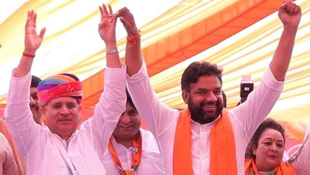 Gurgaon MP Rao Inderjit Singh (left) addresses a gathering in the presence of BJP's Badshahpur candidate Manish Yadav during an election meeting on Friday, October 4, 2019.(Yogendra Kumar/HT PHOTO)