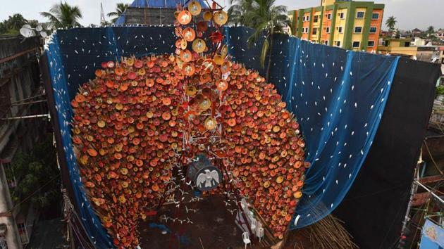 Depicting the damage caused to birds through satellite signals, artist Rintu Das created the 31st Durga Puja pandal at Barisha Club, Behala, on the theme 'Tomader barche goti, amader barche durgati' (Your life is progressing while our lives are deteriorating). The outer portion of the pandal is decorated with mobile towers and dish antennae. (Samir Jana / HT Photo)