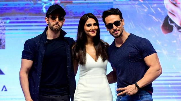 Bollywood actor Hrithik Roshan (L), actress Vaani Kapoor (C) and actor Tiger Shroff (R) pose for photographs during the promotion of action thriller Hindi film War.(AFP)