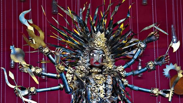 A Durga idol made of scrap material in a pandal at IP Extension. Saving the environment is a recurring theme in Durga Puja pandals in Delhi this year.(Sanchit Khanna/HT PHOTO)