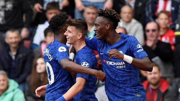Chelsea's Mason Mount celebrates scoring their second goal with Callum Hudson-Odoi and Tammy Abraham.(Action Images via Reuters)