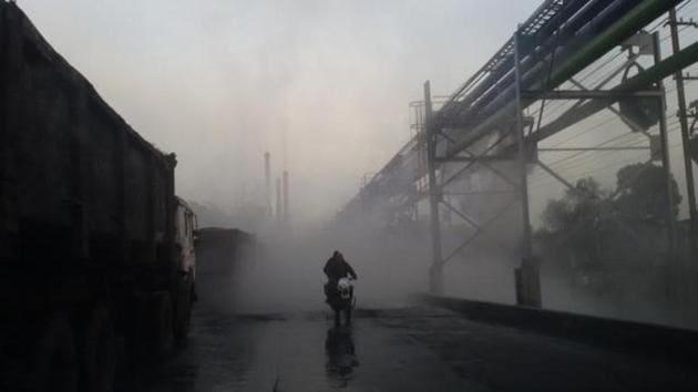 Fly ash pollution in Singrauli in Madhya Pradesh.(HT FILE PHOTO)
