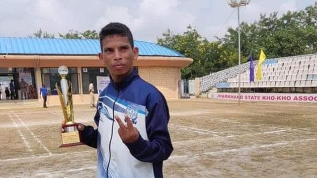 Maharashtra player, Ravi Vasave's performance was adjudged the best in the tournament and he was given the prestigious Bharat Award.(HT Photo)