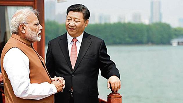 PM Modi and President Xi Jinping during the Wuhan summit.(HT PHOTO)
