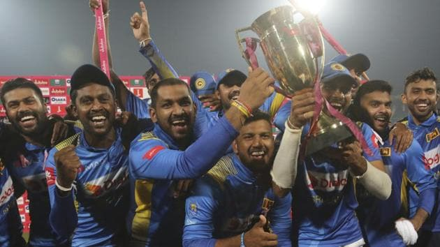 Sri Lankan players celebrate their victory against Pakistan in the final of Twenty20 at the Gaddafi Stadium in Lahore.(AP)