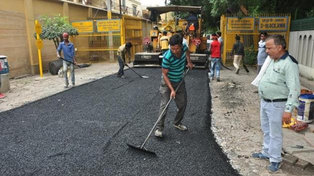 The Ghaziabad civic body constructed a road using plastic waste on September 29.(Sakib Ali/ht photo)
