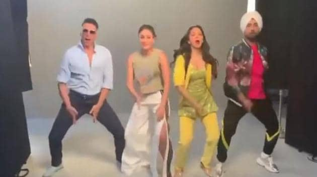 Good Newwz team including Akshay Kumar, Kareena Kapoor, Kiara Advani and Diljit Dosanjh take the Bala challenge.