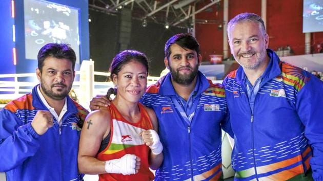 India's Mary Kom (51kg) with her coaches Raffaele Bergamasco (R) and Chhote Lal.(PTI)