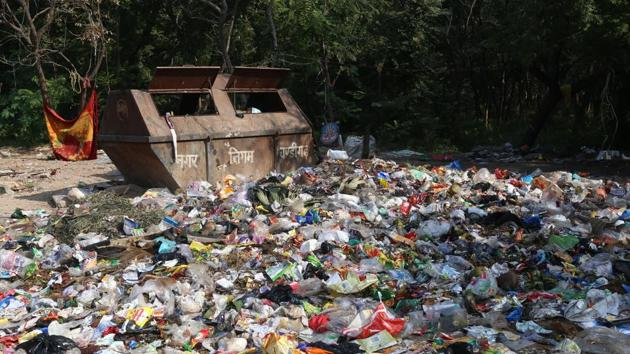 Having faced a setback on the launch day itself, there was no major improvement noticed on third day of waste segregation drive either as all stakeholders were found locked in blame game.(HT PHOTO)
