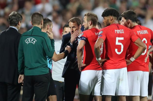 England players and manager Gareth Southgate speak to referee Ivan Bebek.(Reuters)