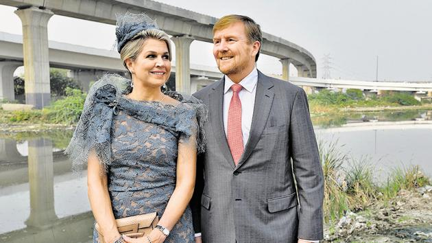 King Willem-Alexander and Queen Maxima of Netherlands during the launch of the second phase of an Indo-Dutch project that seeks to treat dirty water of the Barapullah drain before it deposits it into Yamuna in New Delhi.(BURHAAN KINU/HT PHOTO.)
