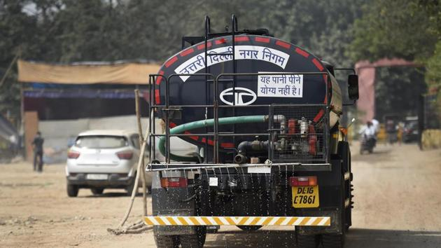 A specialised truck part of a water sprinkling drive launched to counter dust pollution.(HT photo/ Arvind Yadav)