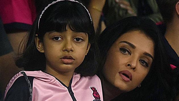 Aishwarya Rai and Aaradhya Bachchan watch the Bengal Warriors v/s Jaipur Pink Panthers Kabbadi match.
