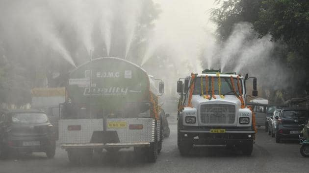 In a move to reduce pollution levels, Delhi BJP chief Manoj Tiwari and East Delhi MP Gautam Gambhir on Wednesday flagged off 40 water-sprinkling tankers (pictured), and two super-sucker, six suction-cum-jetting and four auto-mounted litter-picker machines. Dust — believed to be carried by winds from the deserts of Rajasthan to Delhi — remains one of the biggest causes of pollution in Delhi. (Raj K Raj / HT Photo)