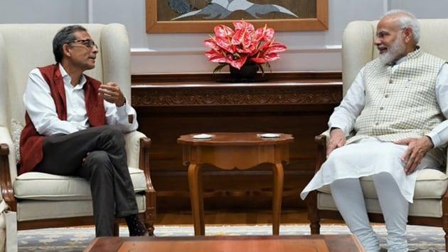Abhijit Banerjee, this year's Nobel Prize winner for Economics, met Prime Minister Narendra Modi on October 22, 2019.(Photo Credit: @narendramodi / Twitter)