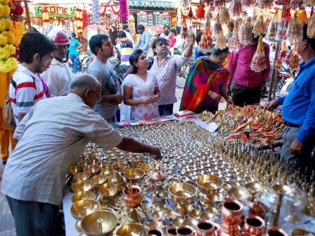 Dhanteras 2019: It is considered an auspicious day to buy gold jewellery and new utensils.(HT File Photo)