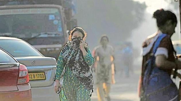 On Tuesday, the average Air Quality Index (AQI) value of Delhi at 4pm was 207, slightly better than Monday's 249.(Raj K Raj/HT Photo)