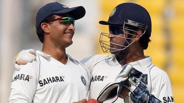 Indian cricketer Mahendra Singh Dhoni (R) speaks to teammate Sourav Ganguly during the final test match of the Border-Gavaskar Trophy 2008(Getty Images)