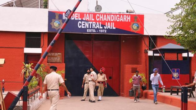 For 967 prisoners, Burail jail has only four medical personnel.(HT PHOTO)