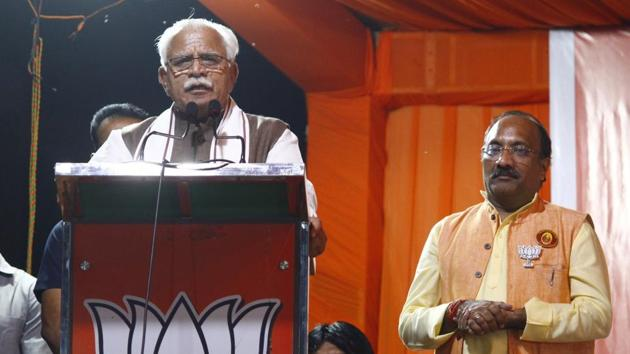 Haryana Chief Minister Manohar Lal Khattar addresses the audience during an election campaign in support of BJP candidate Sudhir Singla from Gurugram constituency ahead of Haryana Assembly polls, at New Colony Dussehra Ground, in Gurugram.(Yogendra Kumar/HT file photo)