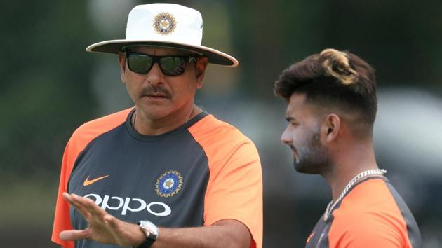 India head coach Ravi Shastri (left) and Rishabh Pant during a nets session.(PA Images via Getty Images)